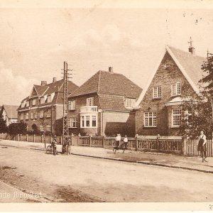 Postkort fra 1917 med pil inn til porten til Ruths hus Valdemarsgade. Mitt sikreste spor.